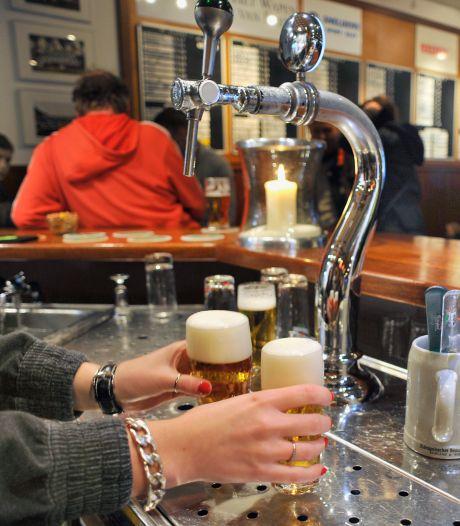 Waalwijk wil alcoholgebruik terugdringen in sportkantines maar óók in het stadhuis: 'We moeten het goede voorbeeld geven'