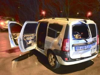 Man laat brandende auto achter op E403 en wordt opgehaald door kennis