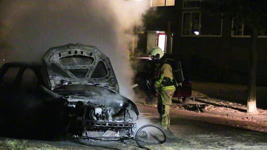 Aan de Meteorenstraat in Enschede ging vorig jaar een auto een vlammen op