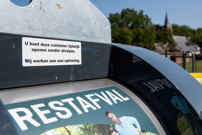 Deze vuilcontainer werkte tijdelijk niet en daarom konden inwoners gratis restafval wegbrengen.