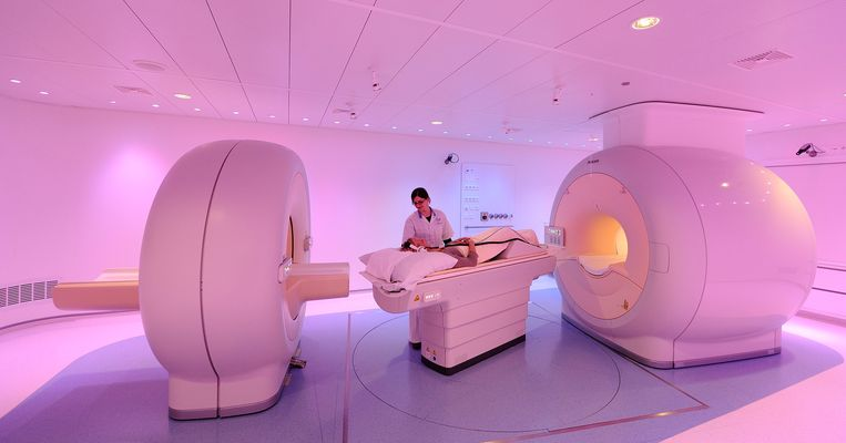 VUmc is de eerste PET-MRI scanner van Nederland in gebruik genomen. Met de nieuwe scanner, die samen met Philips is ontwikkeld, kan sneller worden bepaald of een bepaald medicijn wel effectief is.  Beeld ANP