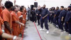 """Kanye West treedt op in gevangenis: """"Het is mijn taak om het woord van Jezus te verspreiden"""""""
