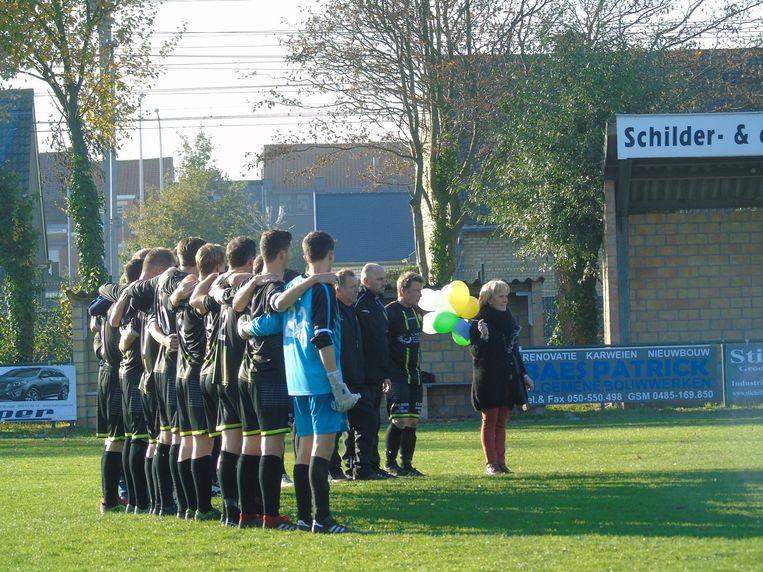 Voor aanvang van de wedstrijd van Lissewege werden ballonnen opgelaten