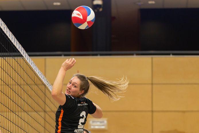 Steunpilaar Siska Hoekstra heeft haar contract bij Regio Zwolle Volleybal verlengd.
