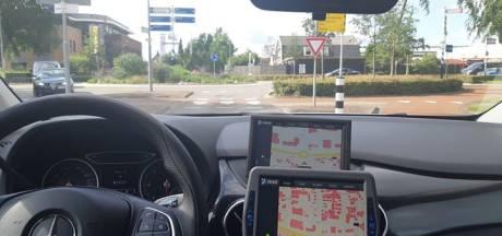 Bedrijfsbusje rijdt jonge fietser aan in Nunspeet en gaat er vandoor