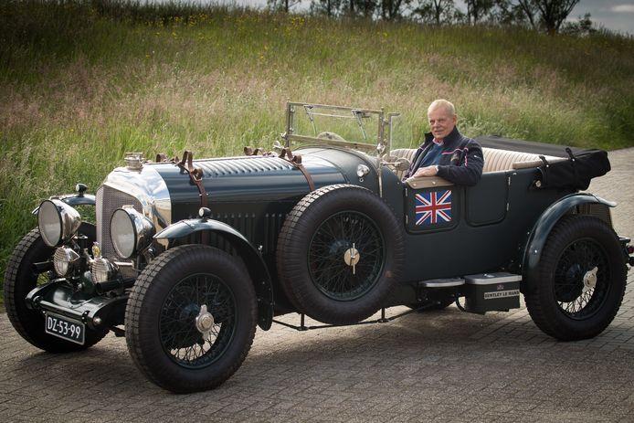 Wim Bijsterbosch heeft de Bentley Le Mans 1947, het pronkstuk van zijn verzameling, vanaf het chassis in oude luister laten herstellen met hulp van Gerrit Jansen, de meester uit Wesepe.