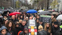 """23 jaar na witte mars verzamelen 400 mensen voor zwarte mars door Brussel: """"Dit is nog maar het begin"""""""