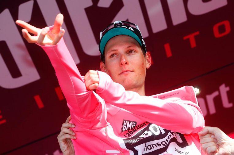 De Oostenrijker Lukas Pöstlberger mag de roze leiderstrui aantrekken. Beeld afp