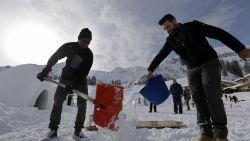 Immigranten helpen iglo's bouwen om toeristen te lokken