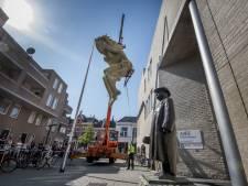 Goddelijke Pan Deventer kunstenaars zit op dak conservatorium Enschede
