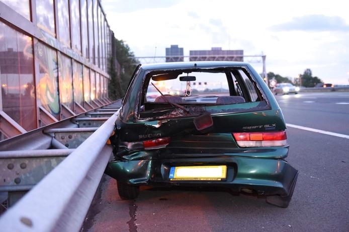 De personenauto raakte flink beschadigd bij het ongeluk op de A12 bij De Meern.