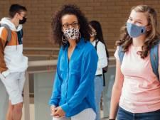 Masques obligatoires à l'école à partir de 12 ans: les conseils pour convaincre votre ado d'en porter (et les plus beaux modèles)