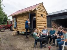 Geen Lloret maar kampeerhuis 'D'n Bruut' voor vriendengroep