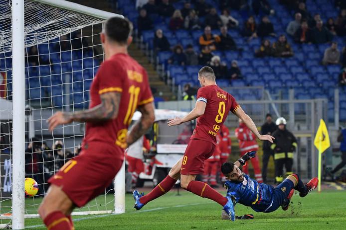 Edin Dzeko tikt van dichtbij binnen namens AS Roma.