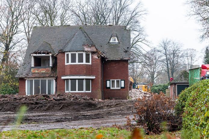 De villa van Guus Meeuwis aan de Bredaseweg wordt gesloopt.