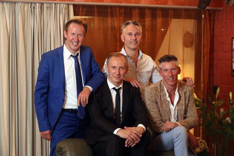 """Helmut Lotti met zijn broers Kurt, James en Johan. """"Het is dankzij mama dat we zo goed overeenkomen"""", vertellen de bloedbroeders."""