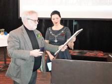 Gouden erepenning Loon op Zand voor scheidend wethouder Wil Ligtenberg