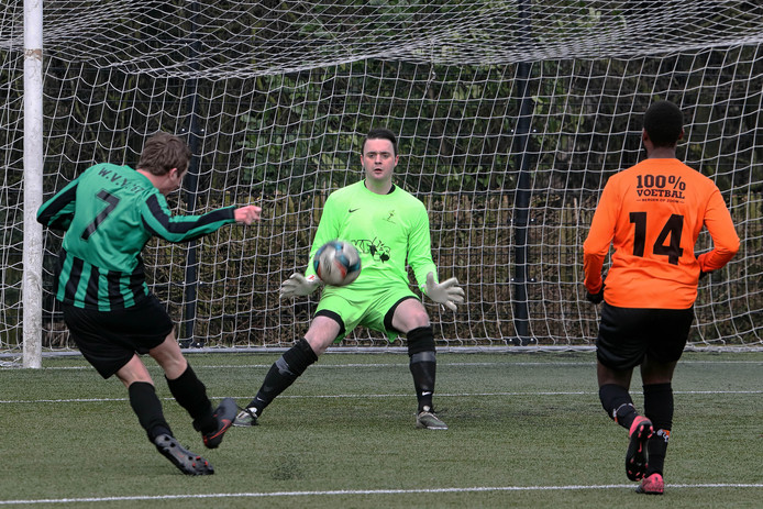 Sander de Nijs (links) scoorde het enige Brabantse doelpunt in zondag 4A. (archieffoto)