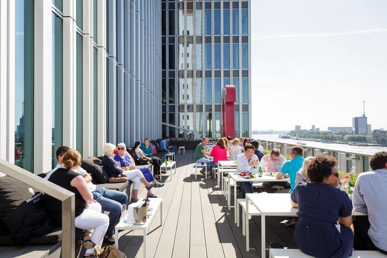 Het dakterras van Nhow BAR in Rotterdam. Beeld Nhow