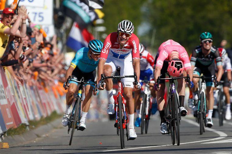 Mathieu van der Poel  viert  zijn overwinning tijdens de Amstel Gold Race. Beeld ANP