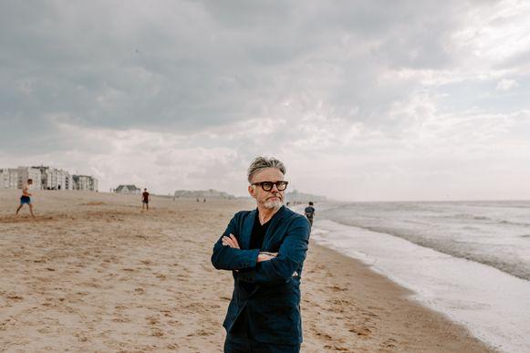Marcel Vanthilt vertoeft deze zomer in Oostende voor de online talkshow.
