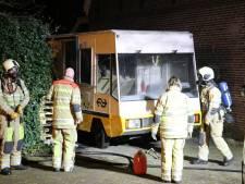 Busje bij oude gevangenis Wolvenplein Utrecht in brand gevlogen