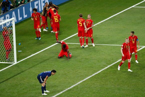 De Rode Duivels hebben er in de allerlaatste seconde van de wedstrijd 3-2 van gemaakt. Let vooral op Lukaku, die op zijn knieën op de grasmat in Rostov klopt.
