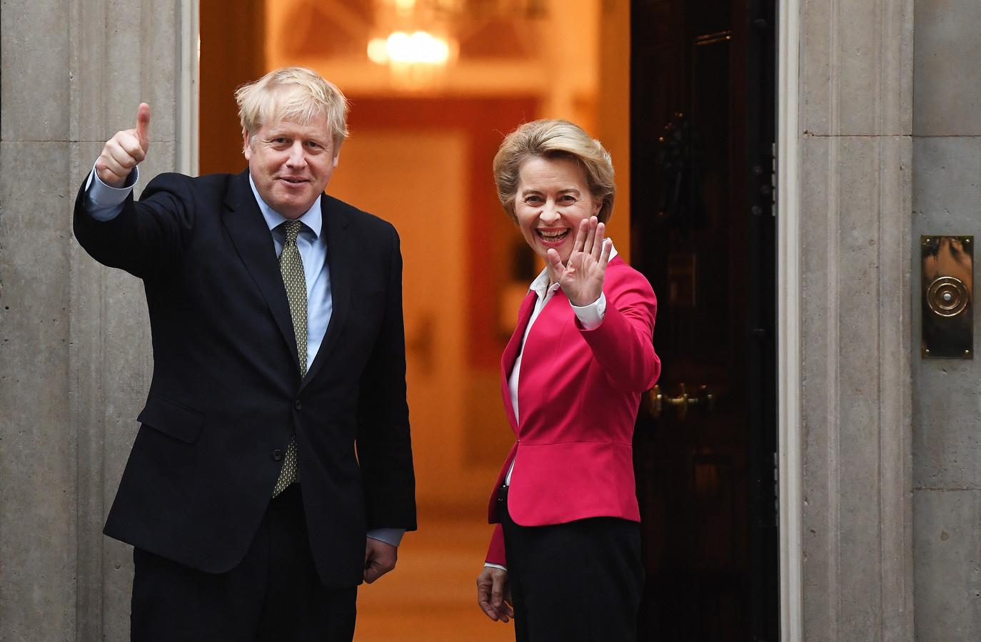 Archiefbeeld van de Britse premier samen met Europees Commissievoorzitster Ursula von der Leyen.