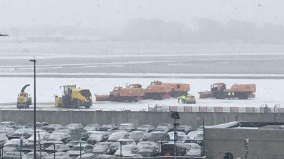 Sneeuw zorgt voor beperkte hinder op luchthaven