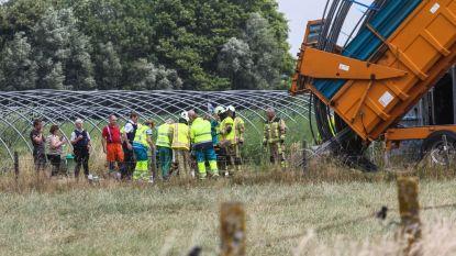 Landbouwer in levensgevaar na ongeval  tijdens afbraakwerken van serres