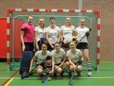Hockeysters PW uit Enschede pakken zaaltitel