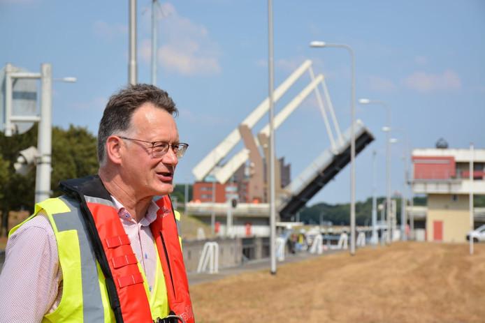 Loco dijkgraaf Kees de Jong van Waterschap Brabantse Delta.