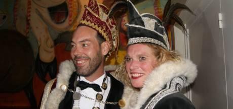 Prins Harold scoort met dubbelzinnige meezinger 'Oeps, wat is-ie groot'