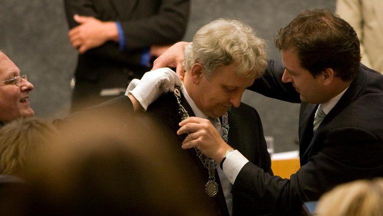 Eberhard van der Laan krijgt de ambtsketting om. Beeld anp