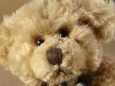 Sluwe ouders stoppen zender in speelgoed van zoontje