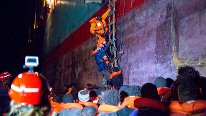 Deens containerschip met 113 migranten mag in Italië aanleggen