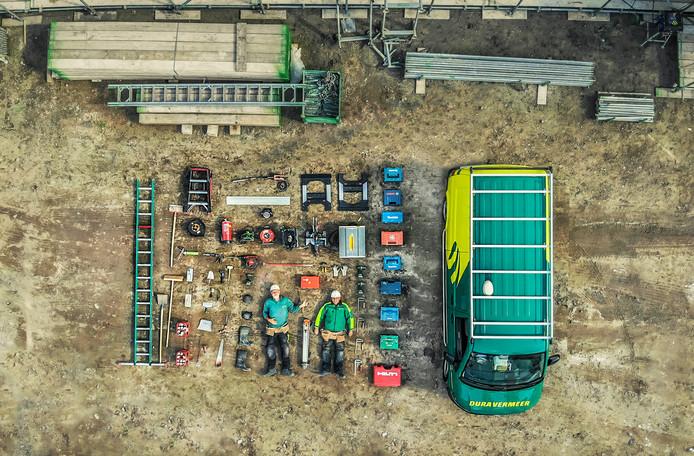 Wat zit er in een bus van Dura Vermeer Bouw? Het Hengelose bedrijf doet mee aan de tetris challenge.
