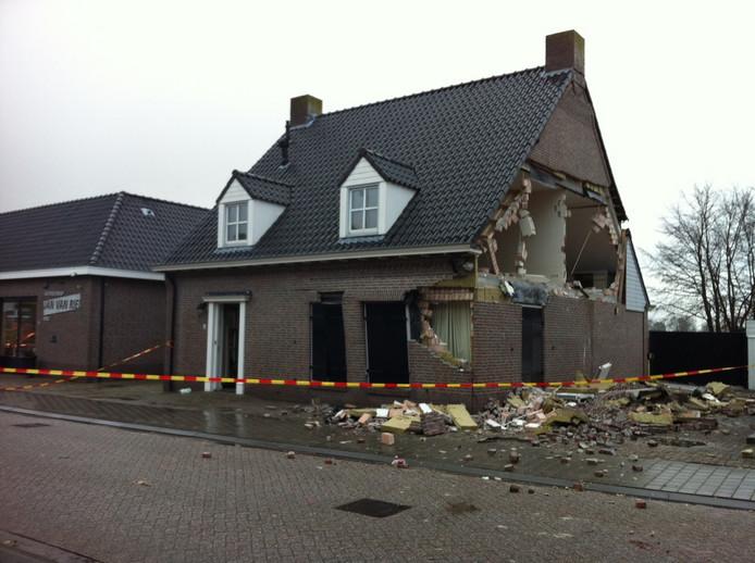 Het ontplofte huis aan het Zandeind in Riel in 2012.