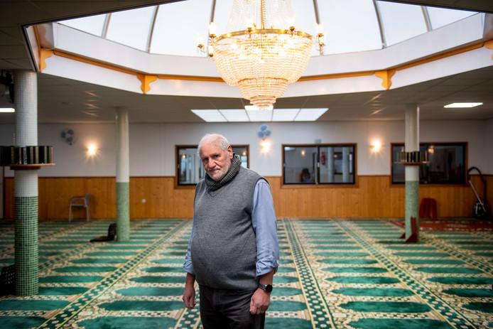 Moskeevoorzitter Mustafa Bouhekan heet heel Almelo welkom om kennis te maken met Masjid.