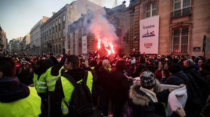 282.000 automobilisten op straat tegen hoge brandstofprijzen: spanningen lopen op bij Elysée, politie vuurt traangas af