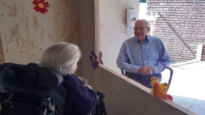 Bewoners WZC Het Meerlehof ontvangen bezoek via babbelbox