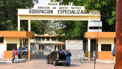 """""""Opgewekte"""" Ronaldinho vertoeft in cel met tv en ventilator, maar het gevangeniseten laat hij staan"""
