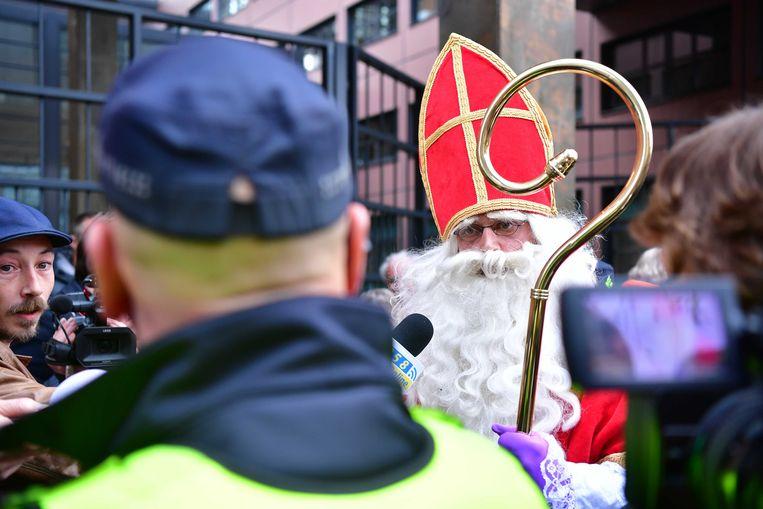 Sinterklaas toog vrijdag naar de rechtbank om het op te nemen voor de blokkeerfriezen. Beeld ANP