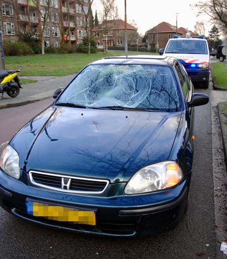 Fietser gewond bij aanrijding voor Jumbo in Arnhem
