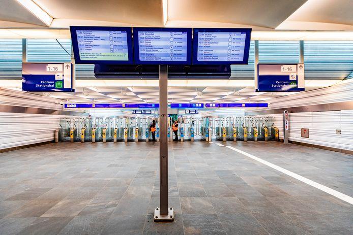 Station Zwolle, waar het door het coronavirus erg rustig is.