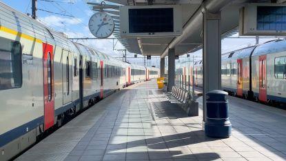 Perrons in station van Brugge ontruimd door vallende stukken van naastgelegen gebouw