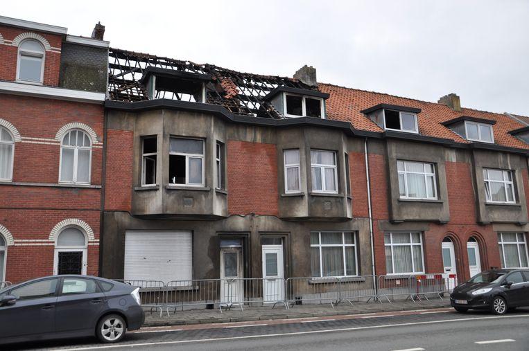 De schade aan de huizen in de Guido Gezellelaan is enorm.