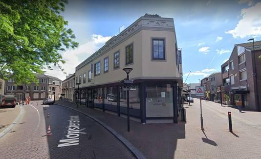 De huidige leegstaande winkel aan de Kerkstraat in Oss.