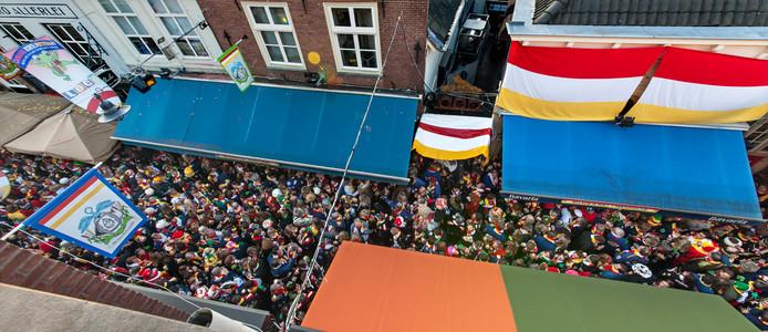 Roet Korte Put, carnaval in de Korte Putstraat op de donderdag voor carnaval.