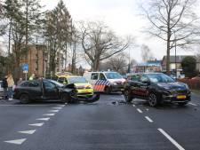 Flinke schade na ongeval op Arnhemseweg in Apeldoorn